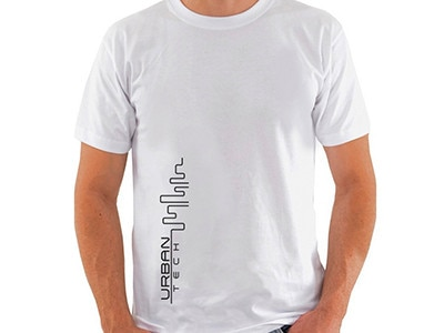 Camiseta BRANCA_Urban Tech_Estampaa Preta_400x300